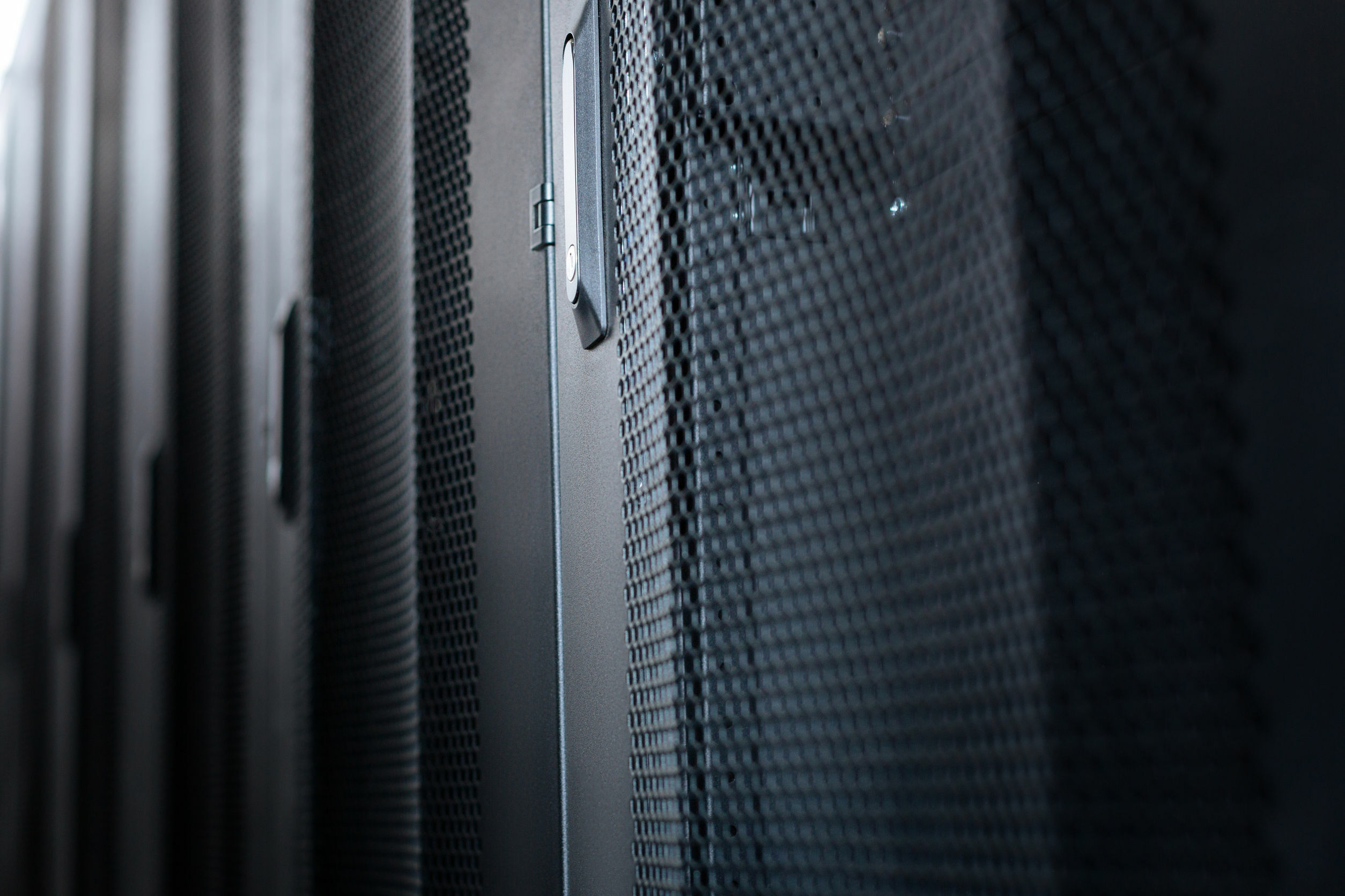 Ein Serverschrank von außen